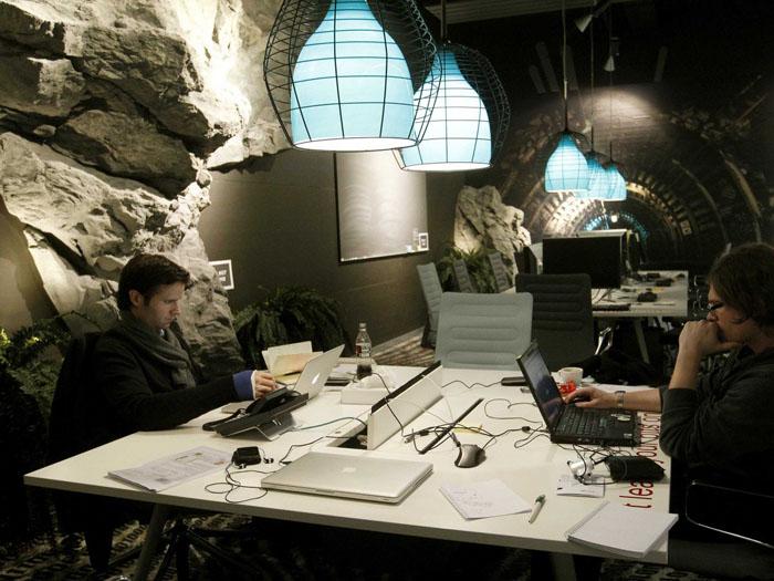 les bureaux de Zurich, aménagés comme un tunnel